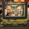 Zanimljiv štand u obliku autobusa.