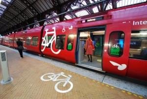 feat_bike-transit_s-train-bike_photo-carlos-restrepo